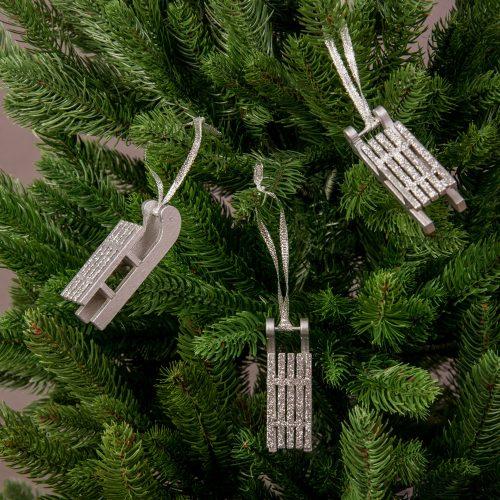 3db. Ezüst szánkó karácsonyfadísz 7.7 x 2.5cm